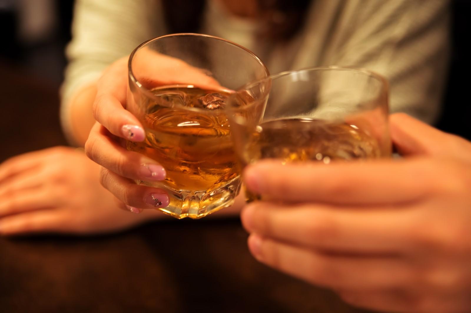 女性からサシ飲みに誘うと男性はどう思う?男性心理と誘い方を紹介!